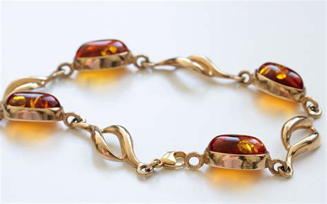 Classe Bracelet Italy Designed italian made baltic in 9ct gold bracelet gbr075 rrp 163 720 the centre
