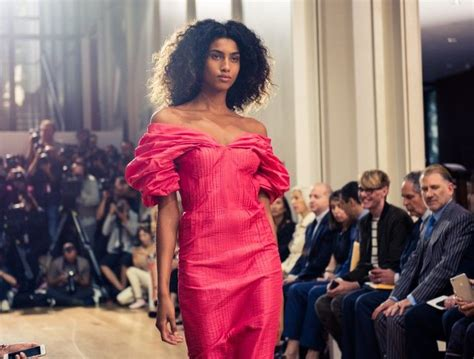 Oscar Predictions Trends From The Couture Catwalks by 1535 Best Catwalk Images On Fall Winter Coats