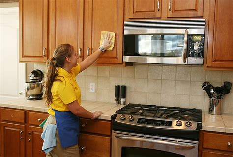 7 quick and easy kitchen cleaning ideas that really work quick kitchen cleaning tips a checklist from the maids