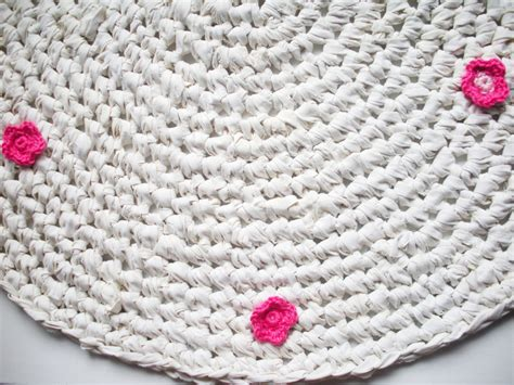 How To Make An Upcycled Crochet Rug Upcycle Magazine How To Crochet A Rug