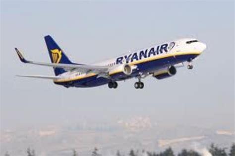 aerei ryanair interni paura sul ryanair per verona atterraggio d emergenza a