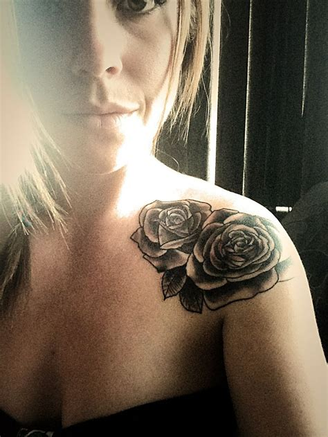 perfect rose tattoo best 25 two roses ideas on tatuajes de