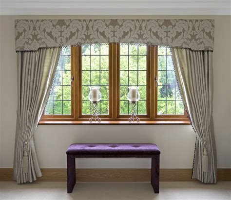 Incroyable tendance rideaux 2017 #1: wonderful-contemporary-window-valances-with-modern-drapes-plus-purple-tufted-bench-with-glass-candle-holders-and-cream-floors.jpg