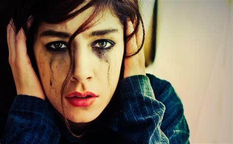 imagenes personas llorando quot gaslighting quot es la enfermedad que puede tener tu pareja