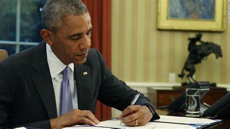 barack obama biography cnn obama reducing 102 inmates sentences cnnpolitics