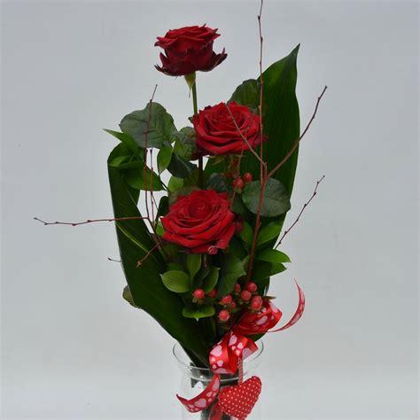fiori a gambo lungo rosse fiori de berto consegna fiori a trieste