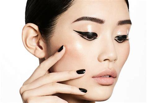 Eyeliner Krim tips make up supaya tahan lama saat musim hujan 698367