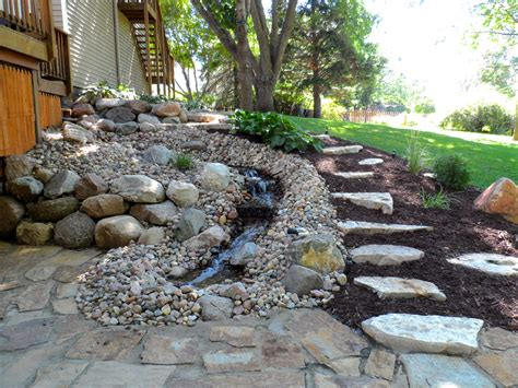 Yard Features | small backyard water features modern diy art designs