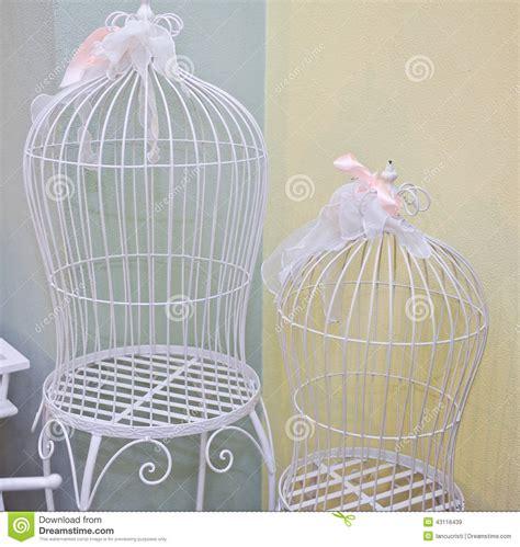 gabbie per uccelli decorative gabbie decorative con i nastri rosa fotografia stock