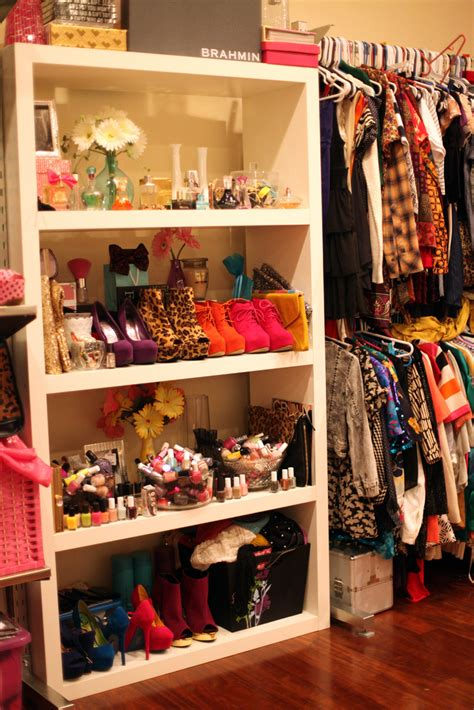 Arranging Clothes In Wardrobe by Idea How To Arrange Your Room With Clothes