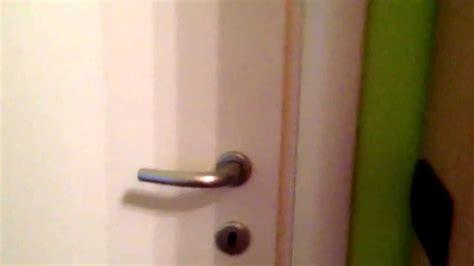 come aprire un armadio senza chiave come aprire una porta chiusa a chiave senza romperla
