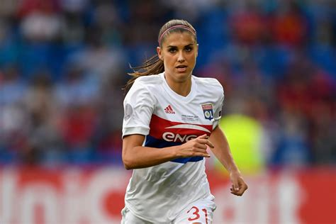 alex morgan alex morgan reinjures hamstring in women s chions