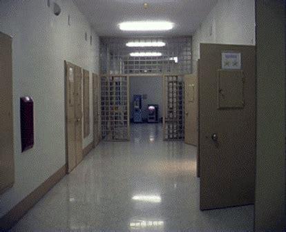 casa circondariale di lecce il primo suicidio dell anno nel carcere scoppia