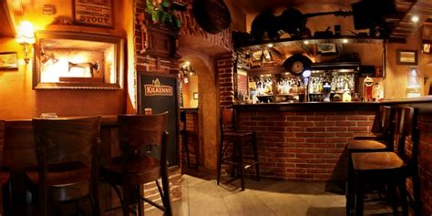 pubs with rooms es pub krakow poland local