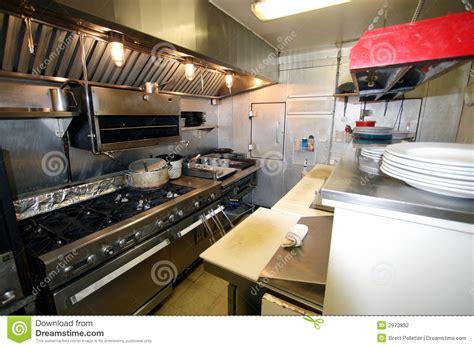 Catering Kitchen Layout Design by Petite Cuisine Dans Un Restaurant Photographie Stock