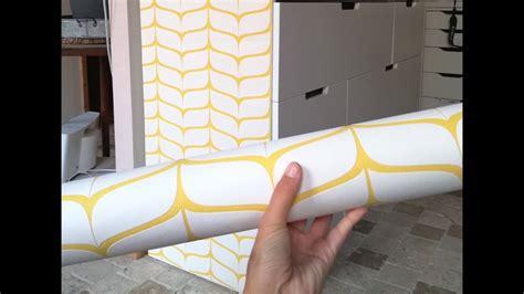 Coller Papier Peint Sur Meuble by Coller Papier Sur Bois D Corer Un Meuble En Avec