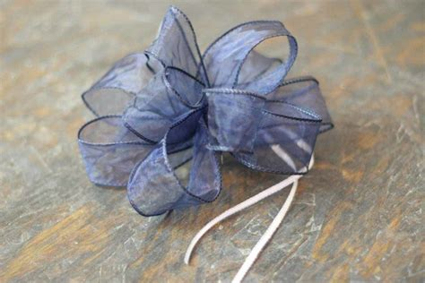 how to tie a christmas bow with ribbon how to tie a bow how to make beautiful bows with ribbon diy projects