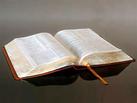 una biblia the la mayor 237 a de estadounidenses tienen una biblia y no la leen impacto evangel 237 stico noticias