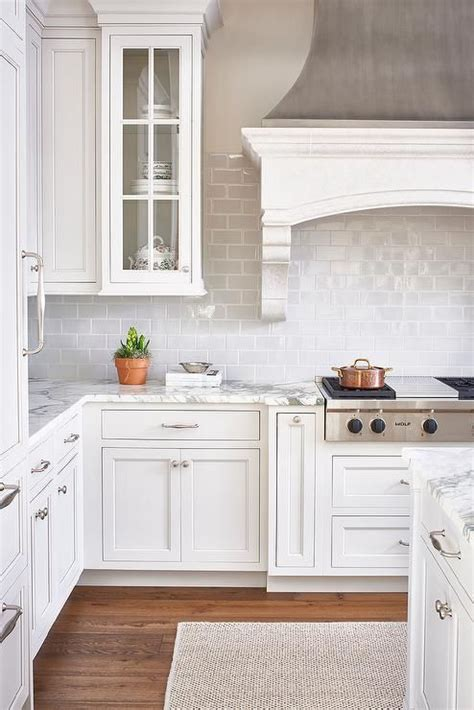 kitchen designs with white cabinets best 25 kitchen hoods ideas on kitchen