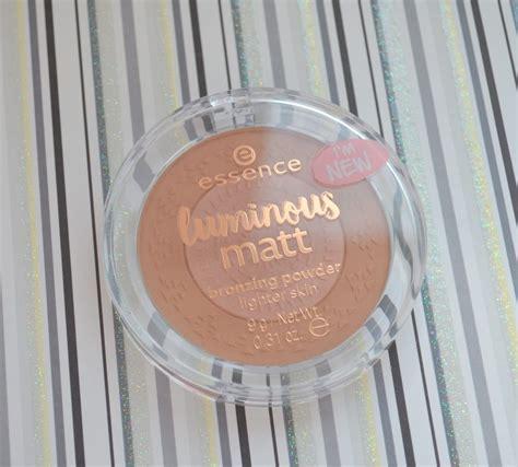 essence matte bronzer essence luminous matt bronzing powder 01