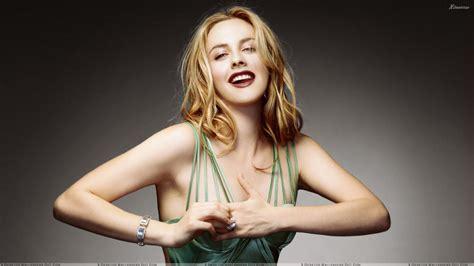Top Alisha silverstone laughing in green top pose wallpaper