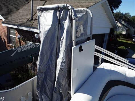 changing room for pontoon boat 2007 used sweetwater 2180f pontoon boat for sale 17 000 milton fl moreboats