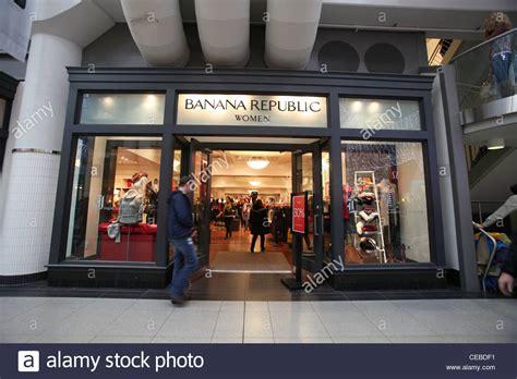 banana republic fashion store in toronto eaton center