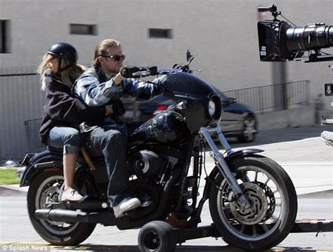 Welches Motorrad F Hrt Jax In Sons Of Anarchy by Sons Of Anarchy Schafft Harleys Ab S 4 Milwaukee