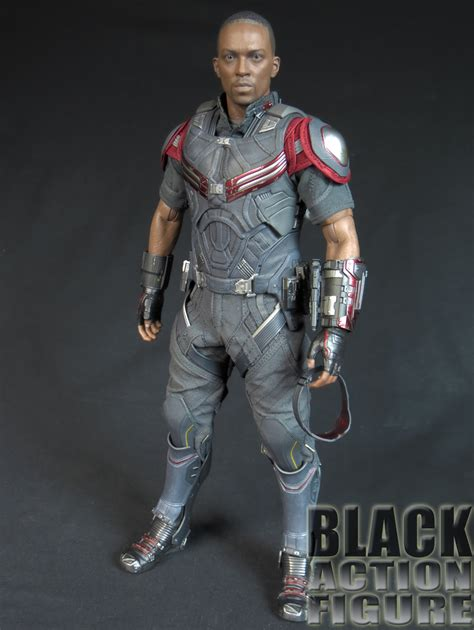 hot toys falcon civil war review hot toys 1 6 scale falcon from captain america