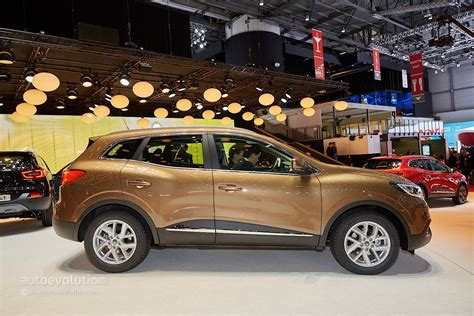 renault kadjar 2015 renault kadjar crossover shows disappointing interior at