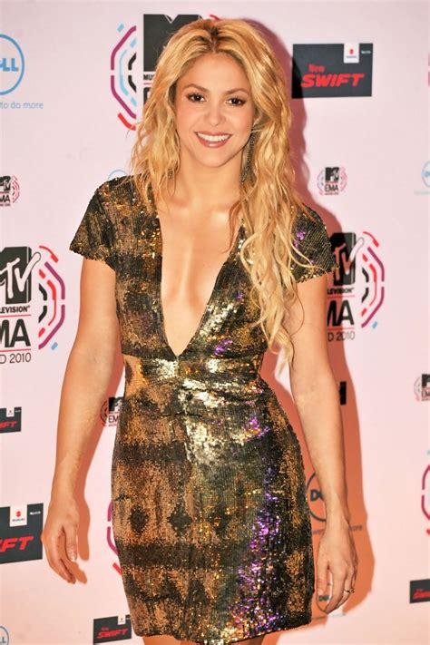 Shakira Jumbo shakira wavy cut shakira hair looks stylebistro