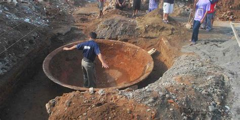 Wajan Di Semarang selain wajan juga ditemukan tungku raksasa kuno di