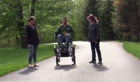 Foto Dan Kursi Roda toyota dan segway berkolaborasi bikin kursi roda canggih