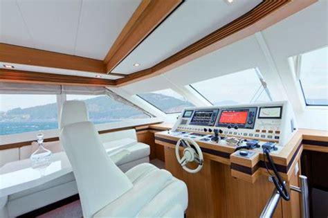 cabina di comando nave continental ii 2300 flybridge cabina di pilotaggio yacht