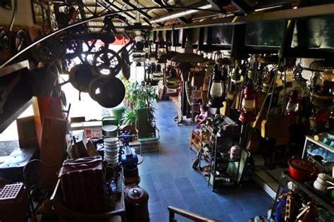 Barang Antik Di Pasar Triwindu pasar antik triwindu berburu barang antik di creative entrepreneur tour cet