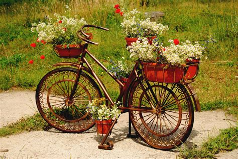 Bicycle Flower Planter by 33 Quintessentially Garden Ideas That Will Amaze You