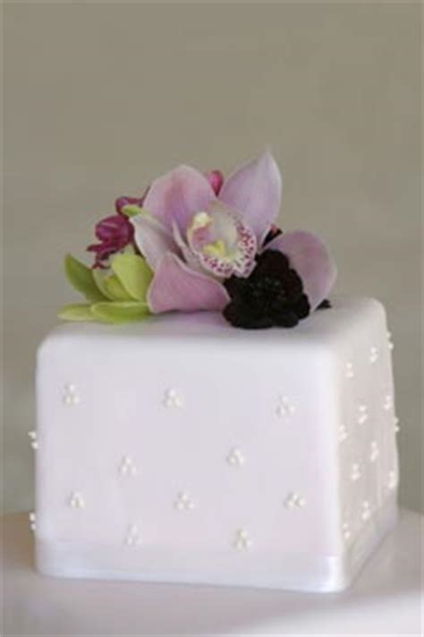 Mini3 Layer wedding cake ideas step by step wedding cake guide