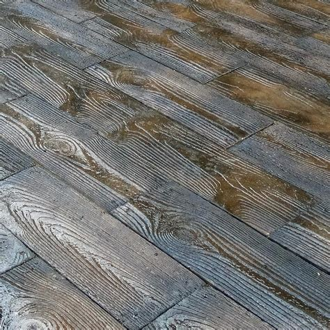 75 sq ft brown barnwood plank patio on a pallet paver