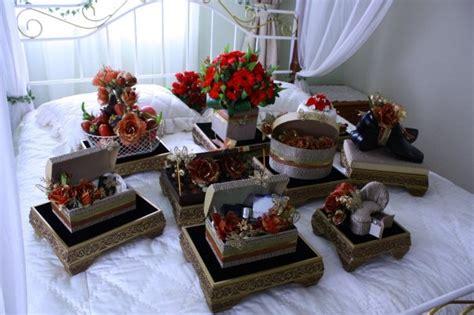 Set Flower Putih senarai barang hantaran perkahwinan yang ringkas
