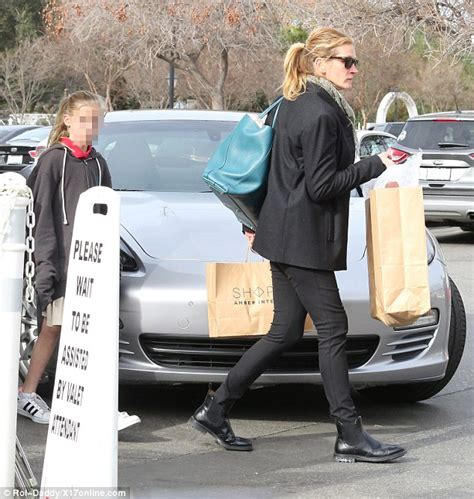 julia roberts   shopping  daughter  malibu