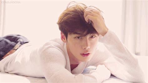 hot korean actors news 2014 15 photo shoot gifs of korean celebrity sexiness