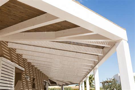 tettoie in legno e vetro tettoia e pannelli frangisole con copertura in legno e