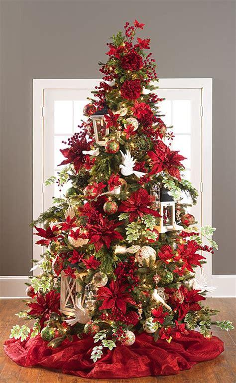 árboles de navidad decorados 2018 navidad 2017 tendencias en decoraci 243 n pino verde con noche buenas rojas curso de organizacion
