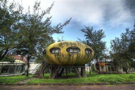 taiwan house futuro house aka ufo house wanli taiwan strange weird wonderful and cool buildings