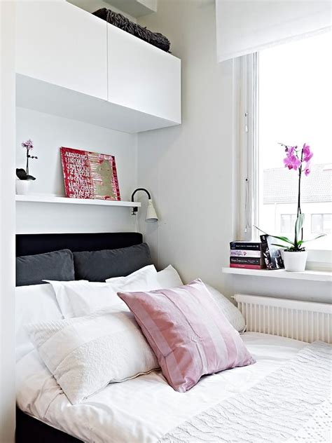 easy ways to decorate a small bedroom on a budget with