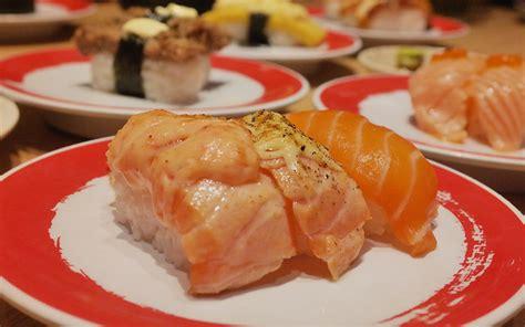 pelayan sushi  restoran  diantar  atas