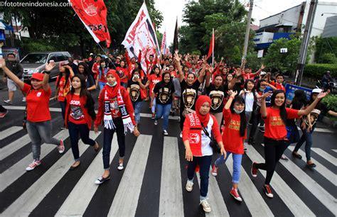Cara Melakukan Aborsi Jawa Tengah Suporter Pasoepati Melakukan Quot Longmarch Quot Pada Aksi