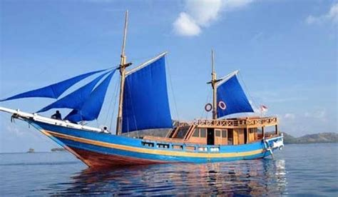 wooden boats for sale indonesia kiwis rescued from upturned indonesian boat stuff co nz