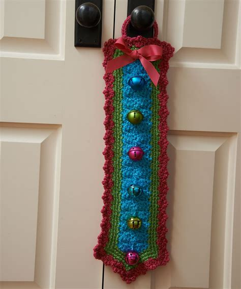yarn hangers pattern jingle bells door hanger free pattern from red heart
