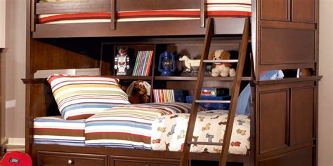 making     bedroom space  futon bunk beds  simple